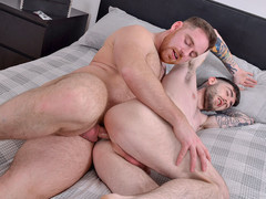Majuscule muscle baffle Jonas gives thin Frankie a rail heavens his solid bodybuilder chisel!